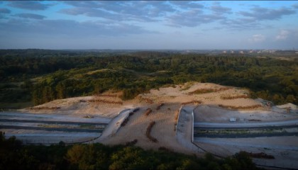 Vlieg óver de nieuwe natuurbrug Zeepoort!